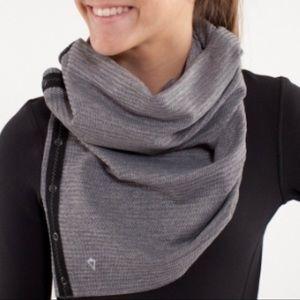 Black and gray ivivva village chill scarf